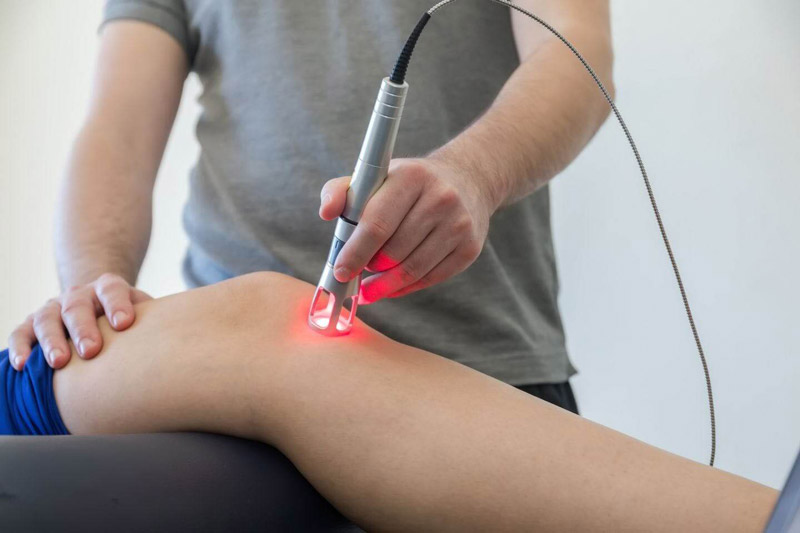 Low-level laser therapy for treating knee pains after surgery