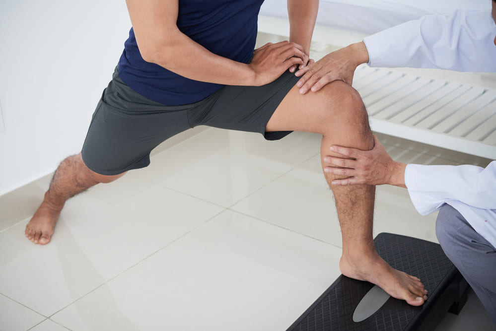 Does physical therapy help with knee pain?